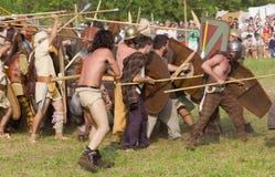 Batalha entre os romanos antigos e os Celts de Carnic imagem de stock