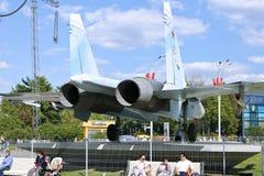 Batalistyczny militarny Bojowego samolotu Rosyjski wojownik Su-27 w Moskwa Zdjęcia Royalty Free