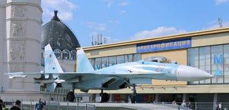 Batalistyczny militarny Bojowego samolotu Rosyjski wojownik Su-27 w Moskwa Obrazy Royalty Free