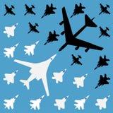 Batalla de aire - modelo inconsútil en un fondo azul Gráficos de vector stock de ilustración