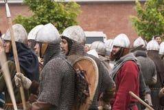 Batalla de los Vikingos Reconstrucción y festival históricos en las paredes de la fortaleza mA Fotos de archivo