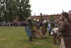 Batalla de los Vikingos Reconstrucción y festival históricos en las paredes de la fortaleza mA Imagenes de archivo