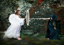Batalla entre la bruja y un ángel imagen de archivo libre de regalías