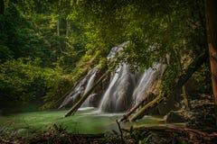 Batanta-Insel-Wasserfall, Indonesien Stockbilder