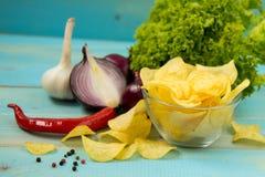 Batata Chips Homemade Microplaquetas de batata friáveis fotografia de stock
