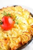 Batata cozida com galinha e tomate Imagem de Stock