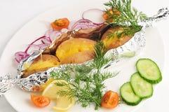 A batata cozida em uma folha com uma decoração Fotografia de Stock Royalty Free