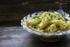 Batata cozido com vegetais e ervas Almo?o saboroso e nutritivo foto de stock royalty free