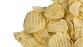 Batata ondulada enrugada Chips Isolated no fundo branco fotografia de stock