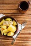 Batatas cozidos com galinha imagens de stock royalty free