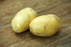 Batatas cruas Imagens de Stock Royalty Free