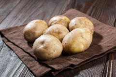 Batatas cruas Fotos de Stock Royalty Free