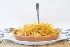 Batatas do camarão mediterrâneo do estilo e da tira fina na parte superior fotos de stock royalty free