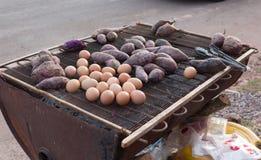 Batatas doces e ovo grelhados Imagem de Stock Royalty Free