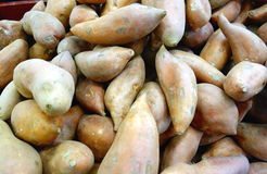 Batatas doces empilhados Foto de Stock