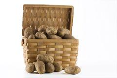 Batatas em uma cesta Imagens de Stock Royalty Free