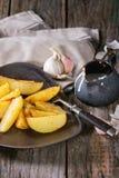 Batatas fritadas com molho Imagem de Stock