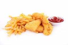 Batatas fritas e pepitas de frango frito imagem de stock