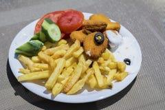 Batatas fritas e pepitas de galinha Imagem de Stock