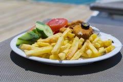 Batatas fritas e pepitas de galinha Imagem de Stock Royalty Free