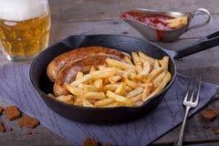 Batatas fritas e salsicha caseiro Fotos de Stock Royalty Free
