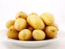 Batatas na placa Fotografia de Stock