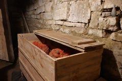 Batatas no escaninho do celeiro fotografia de stock royalty free