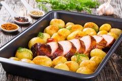 Batatas novas de Oven Baked com Fotografia de Stock Royalty Free