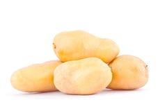 batatas orgânicas frescas no alimento vegetal da batata saudável branca do fundo isolado imagens de stock