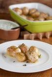Batatas Roasted do bebê com tomilho Foto de Stock Royalty Free