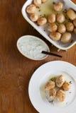 Batatas Roasted do bebê com tomilho Fotos de Stock