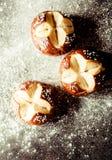 Batch εύγευστων κατ' οίκον ψημένων ρόλων ψωμιού Στοκ φωτογραφία με δικαίωμα ελεύθερης χρήσης
