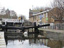 Batchworth lås på den storslagna unionkanalen, Rickmansworth royaltyfria foton
