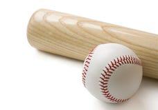Bate de béisbol y béisbol en blanco Imagen de archivo libre de regalías