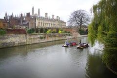 Bateas en la leva del río - Cambridge, Inglaterra Imágenes de archivo libres de regalías