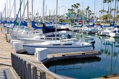 Bateau à la marina Image libre de droits