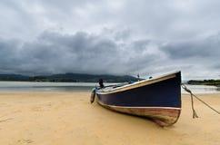 Bateau à la plage Image stock