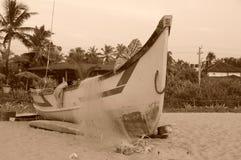 Bateau à la plage Image libre de droits