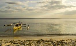 Bateau à la plage Photos libres de droits