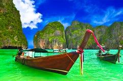 Bateau à la plage de la Thaïlande image stock