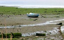 Bateau à marée basse Photographie stock libre de droits