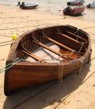 Bateau à rames en bois Images libres de droits