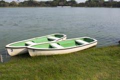 Bateau à rames en parc de lac Photographie stock libre de droits