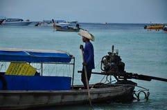 Bateau à rames en Phi Phi Photographie stock