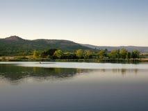 Bateau à rames sur le lac Oblacina Photographie stock libre de droits
