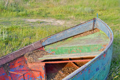 Bateau à rames sur le rivage images stock