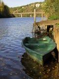 Bateau à rames vert Photo libre de droits