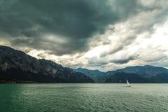 Bateau à voile au lac Photo stock