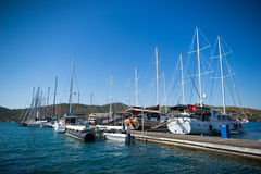 Bateau à voile dans le port Photo libre de droits