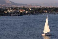 Bateau à voile sur le fleuve de Nil Image stock